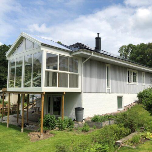 Villa med inglasat Uterum på plint